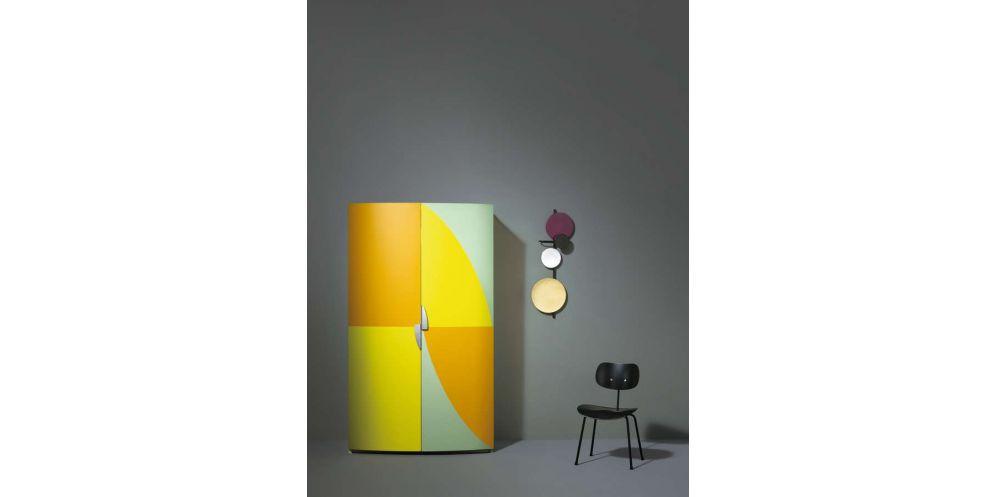 Vier Bemerkenswerte Entwürfe Für Die Kleine Küche Von Sanwa. Gefertigt In  Japan, Gestaltet In Italien.